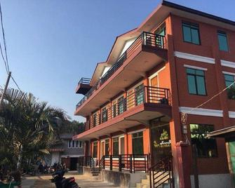 Full Moon Guest House - Kalaw - Building