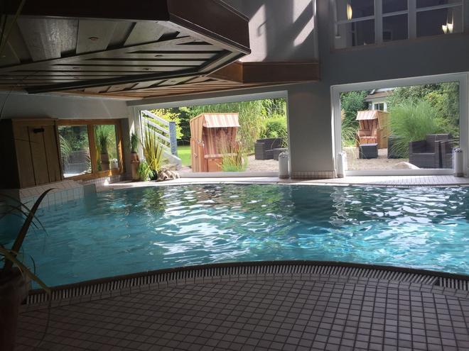 Romantisches Hotel Menzhausen - Uslar - Pool