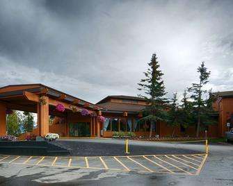 Best Western Lake Lucille Inn - Wasilla - Building