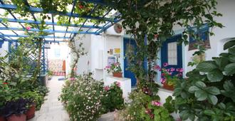 Irene Pension I - Naxos - Outdoors view