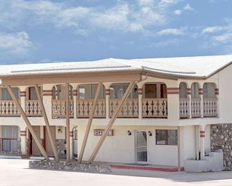 Knights Inn Las Vegas NM - Las Vegas - Building