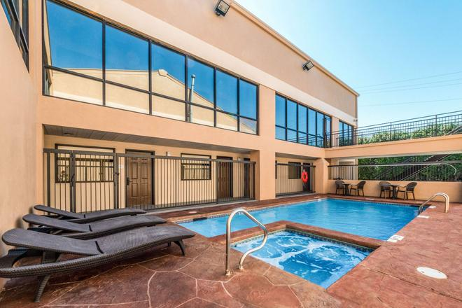 Quality Inn & Suites Round Rock-Austin North - Round Rock - Pool