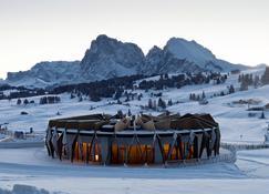 Alpina Dolomites - Kastelruth - Gebäude