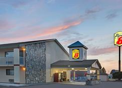 Super 8 by Wyndham Shelby - Shelby - Building