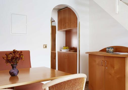Living Hotel Nürnberg By Derag - Nuremberg - Dining room