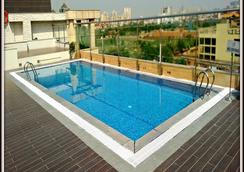 Country Inn & Suites By Radisson Gurgaon Sector 29 - Gurgaon - Piscina