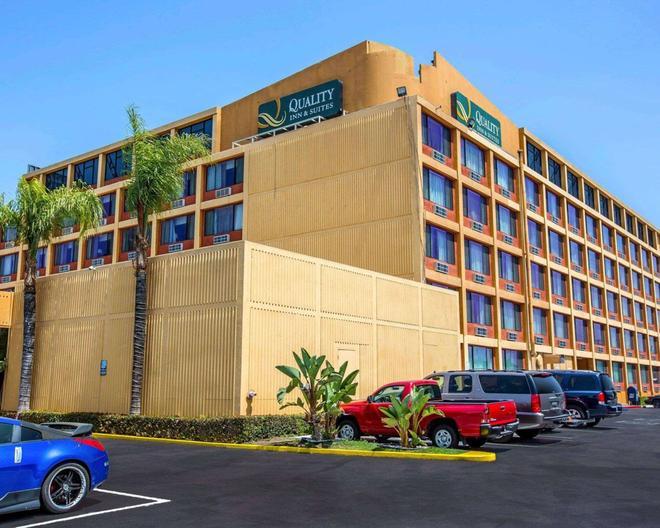 Quality Inn and Suites Montebello - Los Angeles - Montebello - Gebäude
