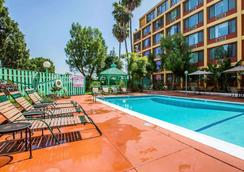Quality Inn and Suites Montebello - Los Angeles - Montebello - Pool
