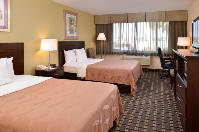 Quality Inn and Suites Montebello - Los Angeles - Montebello - Schlafzimmer