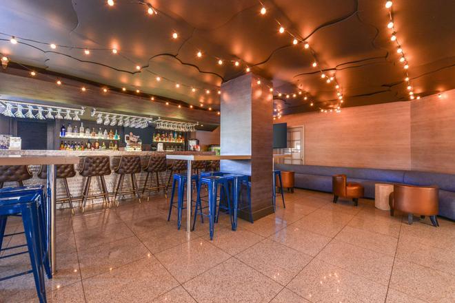 Quality Inn and Suites Montebello - Los Angeles - Montebello - Bar