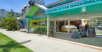 Caravella Backpackers - Cairns - Building