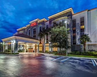 Hampton Inn & Suites Fort Myers-Estero/FGCU, FL - Estero - Building