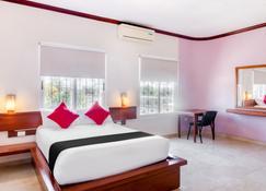 Capital O Monte Salerno Hotel & Suites - Montemorelos - Bedroom