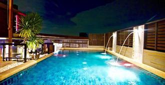 Eurna Resort - בנגקוק - בריכה