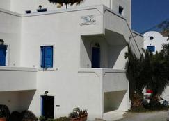 Halaris Studios - Perissa - Edificio