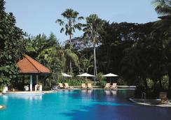 Shangri-La Hotel Surabaya - Surabaya - Pool