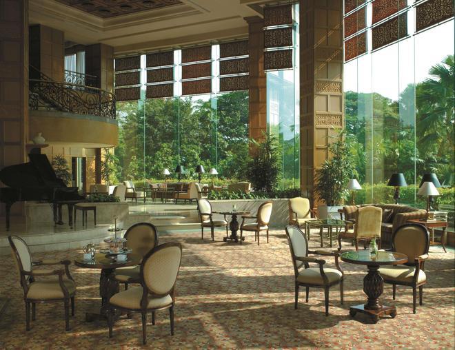 Shangri-La Hotel Surabaya - Surabaya - Bar