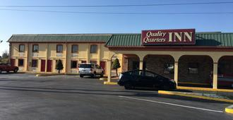 Quality Quarters Inn - Richmond - Building