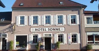 Hotel Sonne - קרלסרוהה - בניין