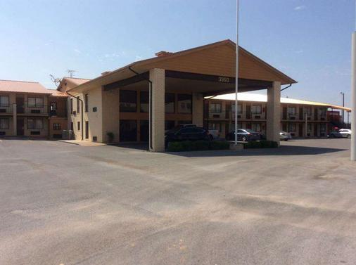 Days Inn by Wyndham Abilene - Abilene - Rakennus