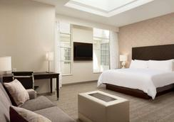 Embassy Suites by Hilton Louisville Downtown - Louisville - Makuuhuone