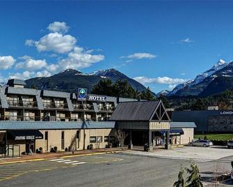 Sea to Sky Hotel & Conference Centre - Squamish - Building