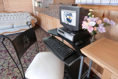 Americas Best Value Inn & Suites Macon at Sunset Dr - Macon - Business Center