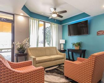 Quality Inn Charleston I-57 - Charleston - Вітальня