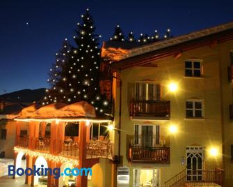 Hotel Bella Di Bosco - Male - Gebouw