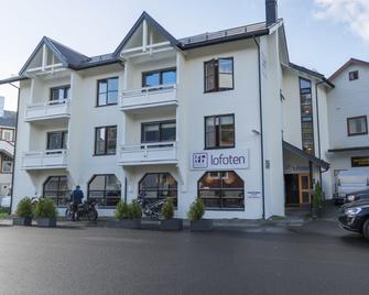 Fast Hotel Lofoten - Свольваер - Building