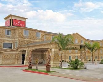 Ramada by Wyndham South Waco - Hewitt - Building