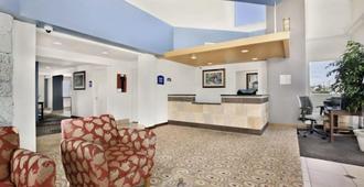 American Lodge - Tacoma - Front desk