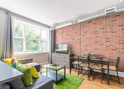 Simply Comfort. King St Apartments - Toronto - Salon