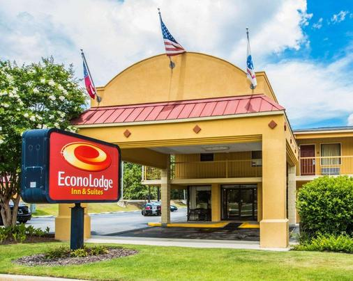 Econo Lodge Inn and Suites at Fort Benning - Columbus - Rakennus