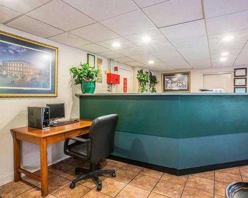 Econo Lodge Inn and Suites at Fort Benning - Columbus - Vastaanotto