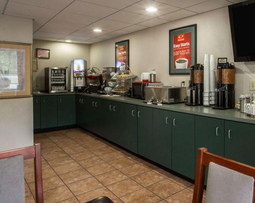 Econo Lodge Inn and Suites at Fort Benning - Columbus - Buffet