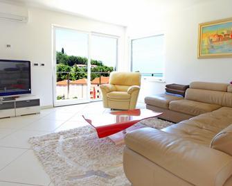 Heart of Strunjan Apartments AL - Strunjan - Living room