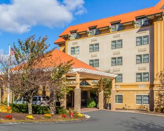 Comfort Suites Near Casinos - Norwich - Building