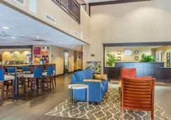 Comfort Suites Near Casinos - Norwich - Lobby