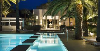 هوتل سيز سان تروبيه - سان-تروبيه - حوض السباحة