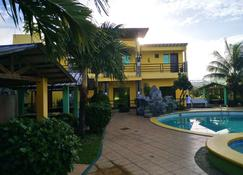 Endielina's inland resort - Carles - Bể bơi