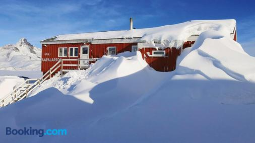 The Red House - Tasiilaq - Building