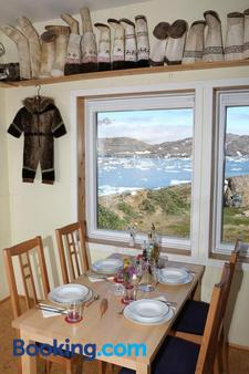 The Red House - Tasiilaq - Dining room