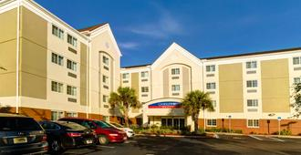 Candlewood Suites Ft Myers I75 - Fort Myers - Building