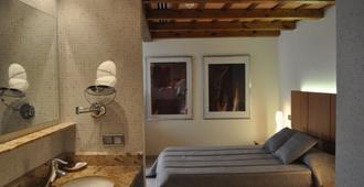 هوتل هيستوريك - خيرونا - غرفة نوم