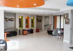 Quality Inn & Suites Oceanfront - Virginia Beach - Lobby