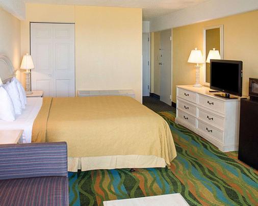Quality Inn & Suites Oceanfront - Virginia Beach - Bedroom