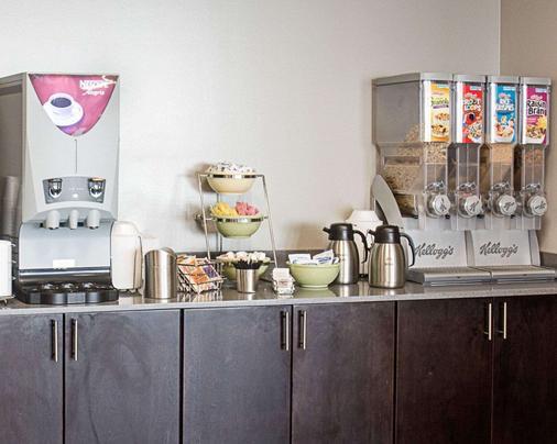 Quality Inn & Suites Oceanfront - Virginia Beach - Buffet
