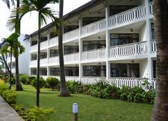 Travellers Beach Hotel & Club - Mombasa - Building