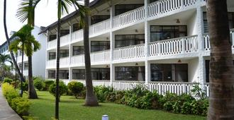 Travellers Beach Hotel & Club - Mombasa